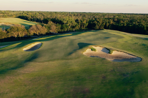 Double green from above, also taken from the course's website.